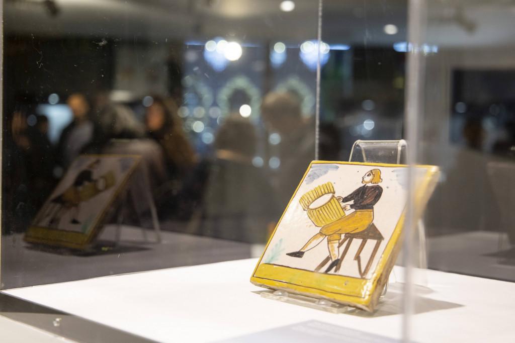 improrrogable-exposiciones-museu-disseny-azulejos-oficios