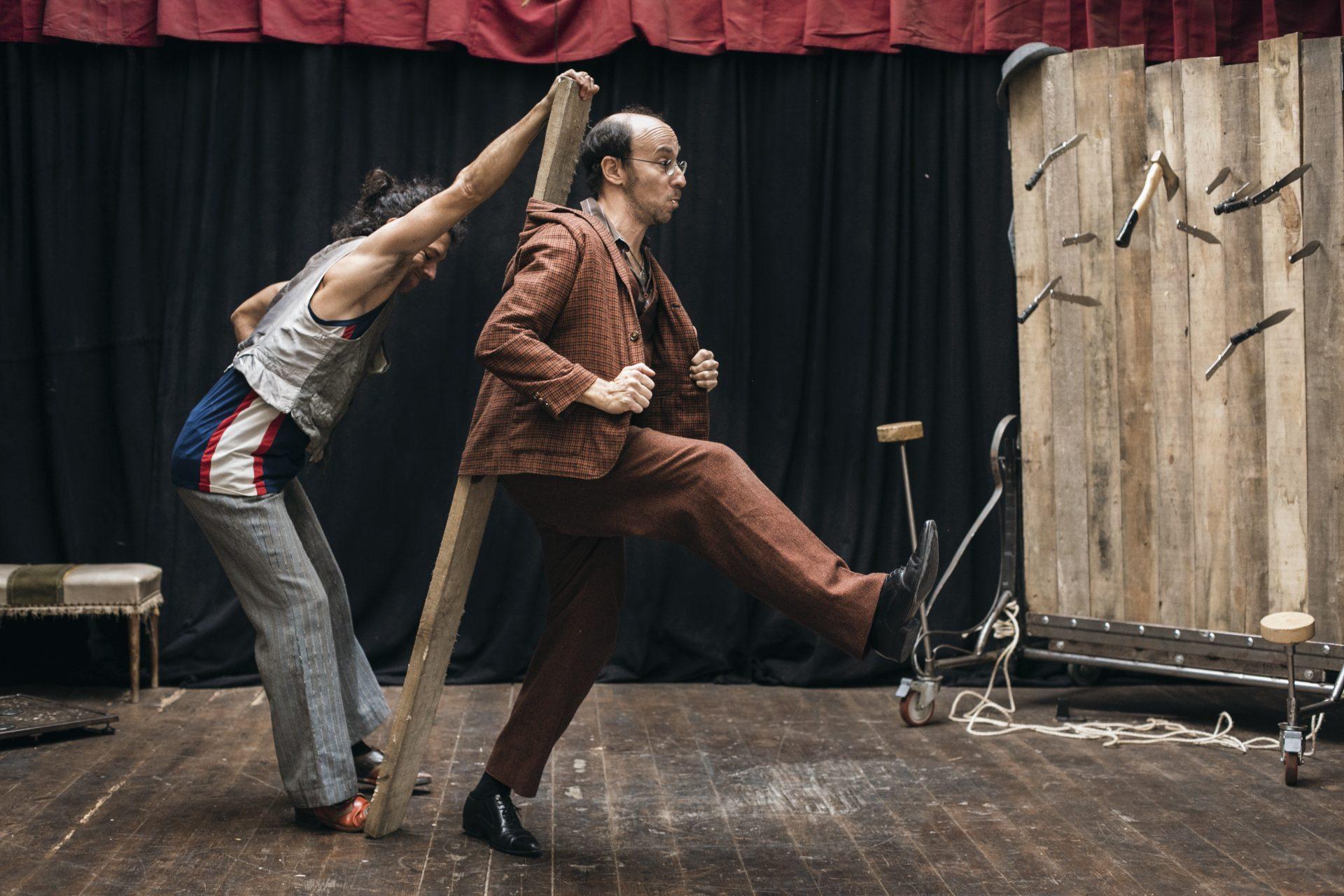 Davaiii, Circo, Antic Teatre