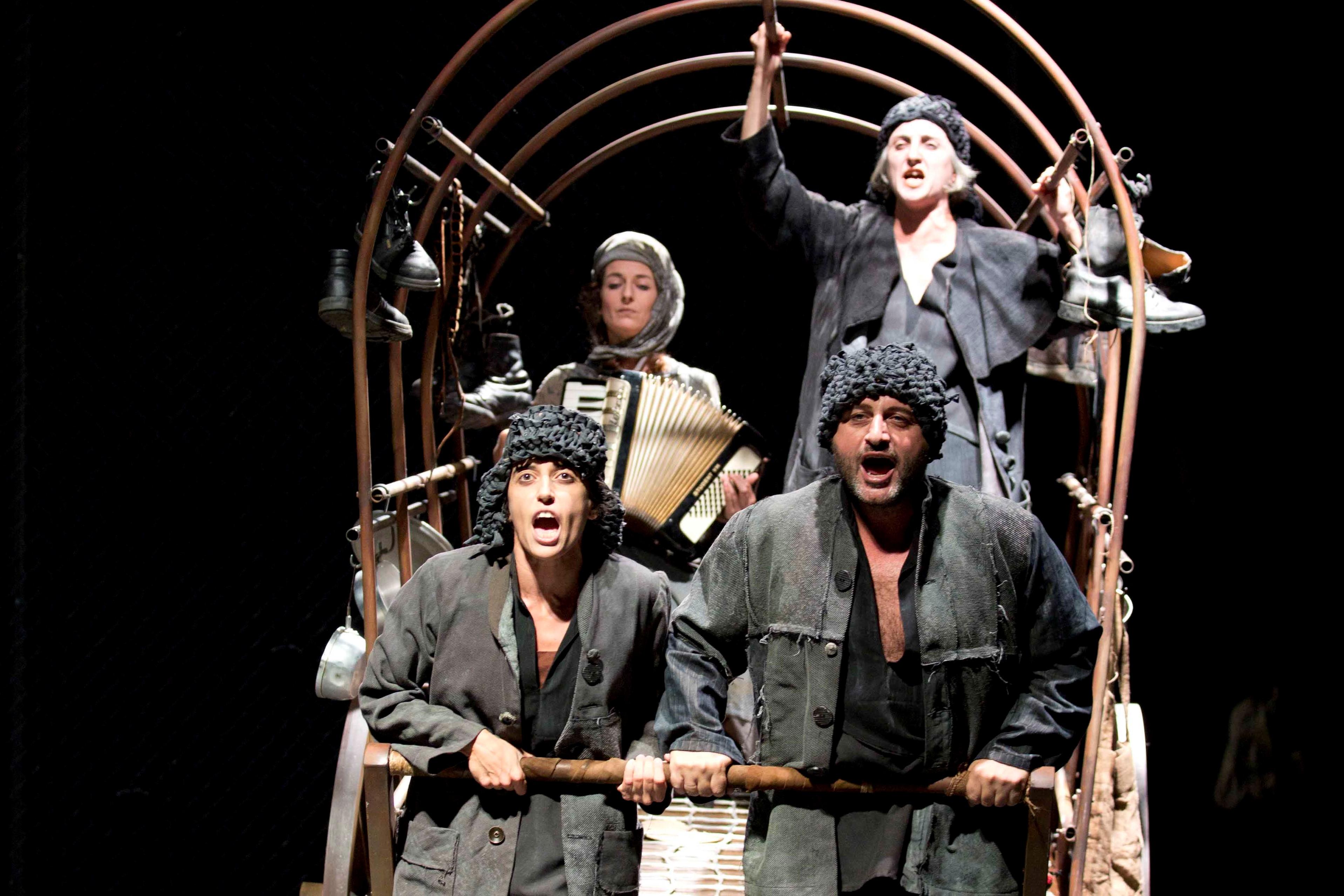 madre coraje, atalaya teatro, teatro romea