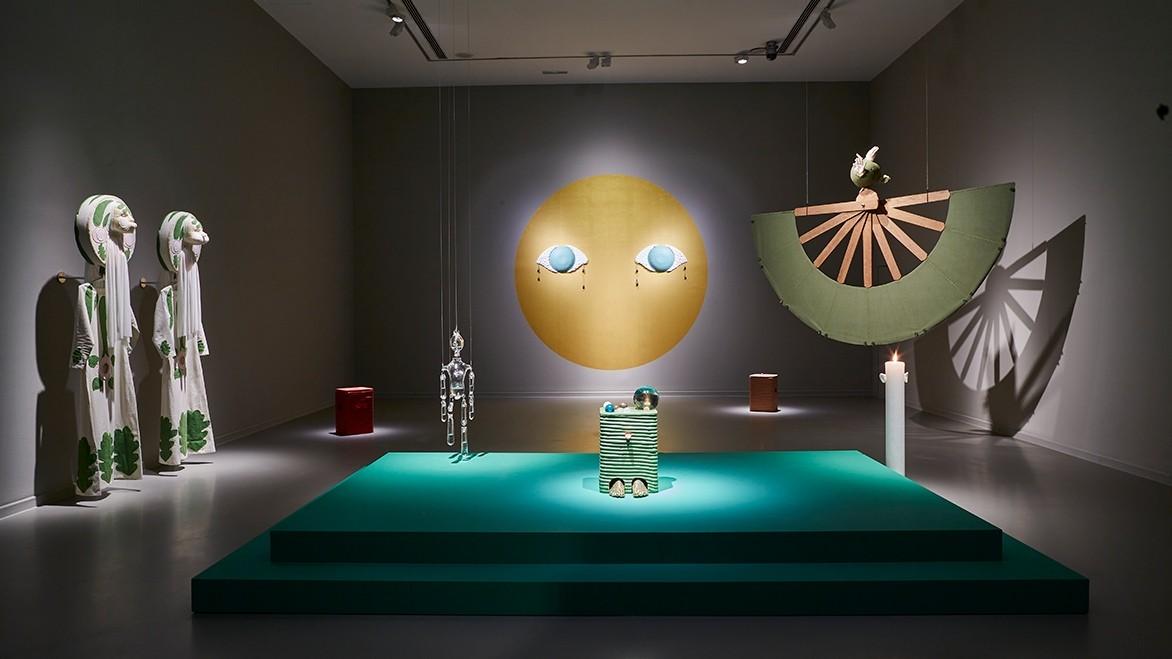 Jonathan Baldock, La casa encnedida, Exposición